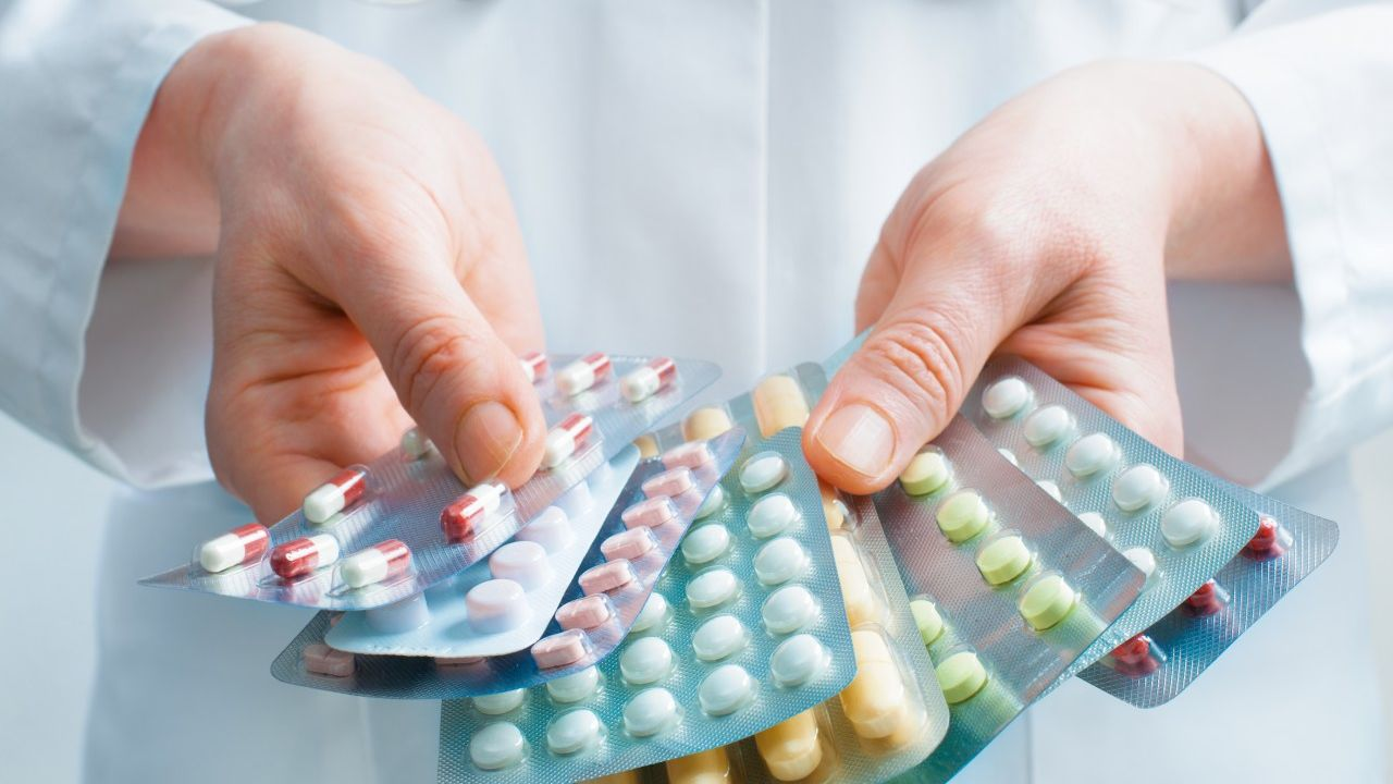 Intalnirea serioasa a medicamentelor Un tip o fata le intalne? te