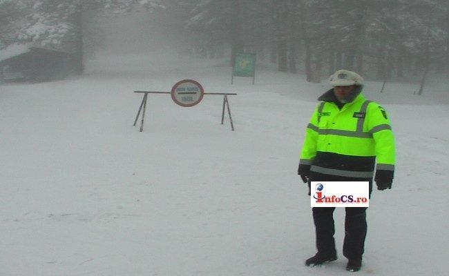 COD ROSU – Drumuri închise şi turişti blocaţi pe munţii din Banatul Montan VIDEO