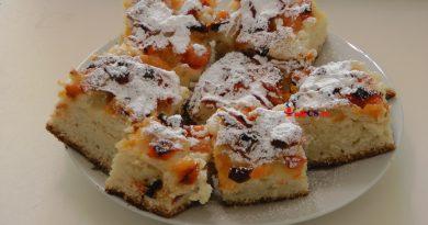 Prăjitură cu cubulete din caise sau fructe şi aluat delicios de unt VIDEO