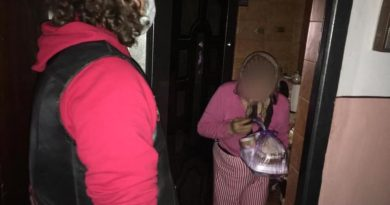 Tinerii din Asociatia ATOR în sprijinul bătrânilor singuri și săraci din Resita