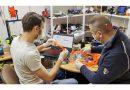 Studentii resiteni alaturi de cadrele didactice fabrica viziere la imprimanta 3D