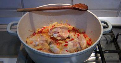 Mâncare de ciuperci cu carne de pui și smântână VIDEO