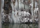 Peisaj de basm pe DN57B – Obiectivele  turistice din Cheile Minișului s-au împodobit cu țurțuri de cristal VIDEO
