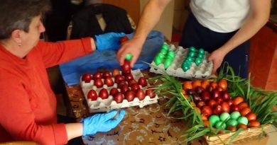 Vopsitul ouălor roșii la vinerea neagră – tradiții și secrete la Lăpușnicu Mare VIDEO