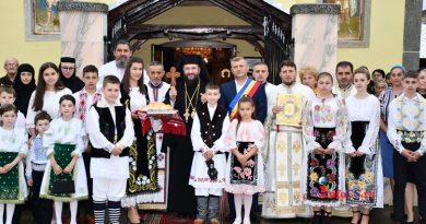 """Biserica din Petroșnița renovată și cu ,,straie"""" noi, a fost  și resființită de Episcopul Lucian al Caransebeșului"""