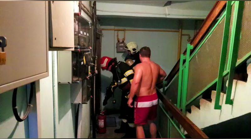Incendiu de apartament pornit de la o lumânare la Reșița VIDEO